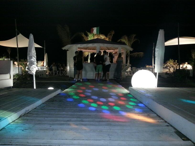 La Vela Fregene beach: festa reggaeton mercoledì 29 Giugno