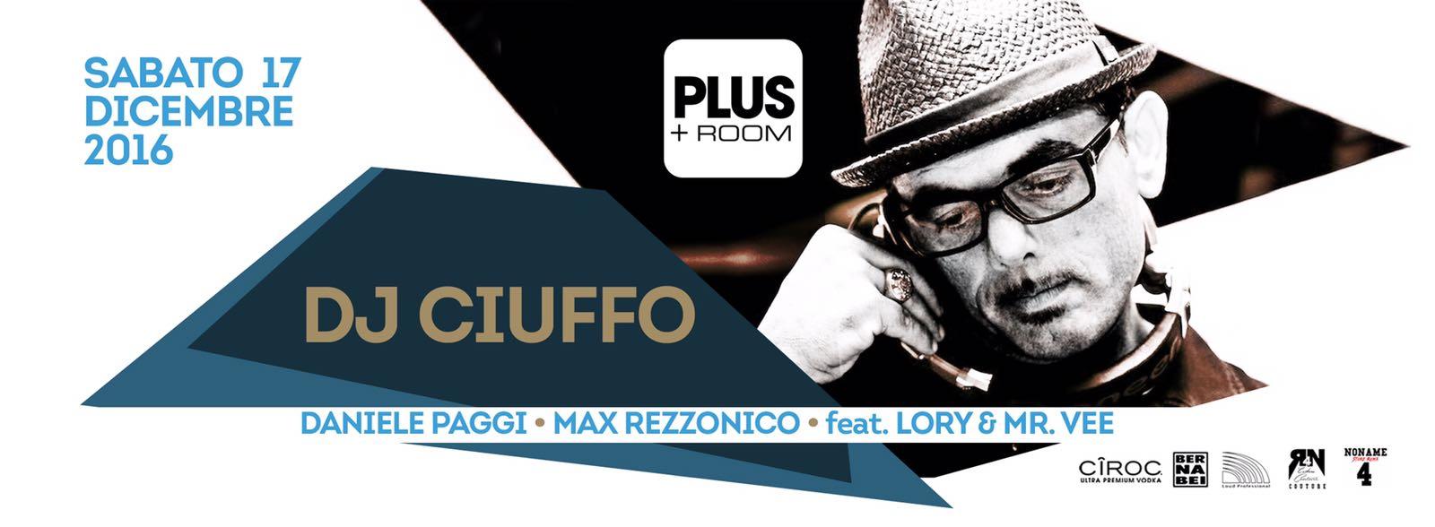 Dj Ciuffo suona nella discoteca Room 26 sala Plus sabato 17 12 2016