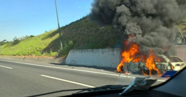 In fiamme auto sul GRA, chiusa carreggiata per un'ora - Blog Roma