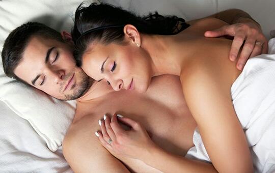 Dormire nudi fa bene, ecco 6 motivi che spiegano il perché