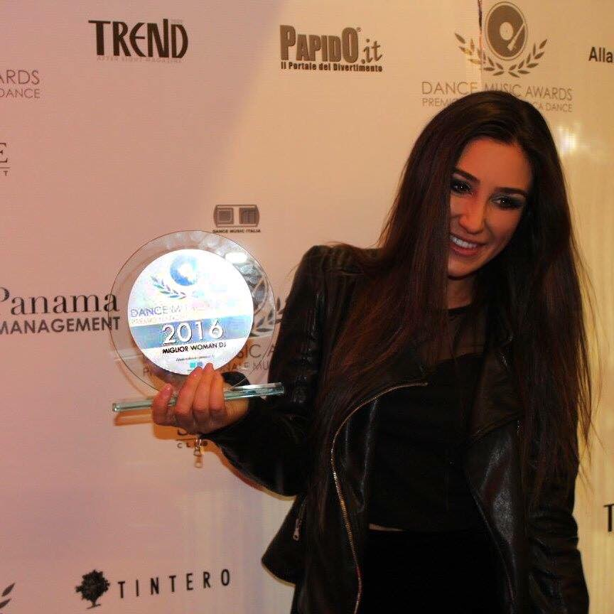 1ª classificata per il secondo anno consecutivo ai Dance Music Awards dma categoria MIGLIOR WOMAN DJ.